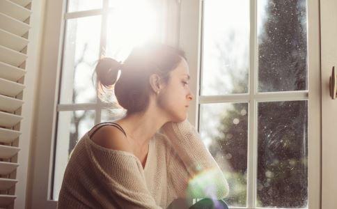来月经肚子疼怎么办 女性经期肚子疼怎么止痛 女性经期要注意什么