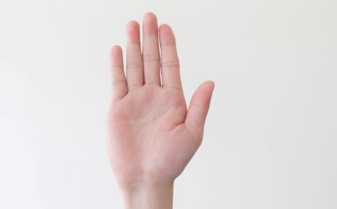 指甲凹陷是怎么回事 指甲凹陷怎么办 指甲凹陷如何护理