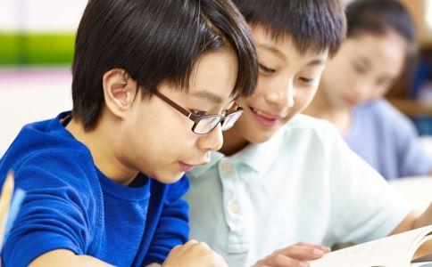 高三学生抓鱼解压 高考前如何解压 高考压力大怎么缓解