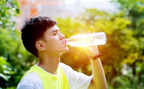 流汗等于排毒吗 身体异常出汗要注意什么 容易流汗要如何缓解