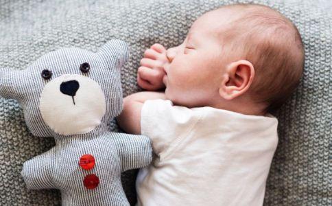 新生儿黄疸怎么护理 新生儿黄疸的治疗方法 新生儿黄疸的原因