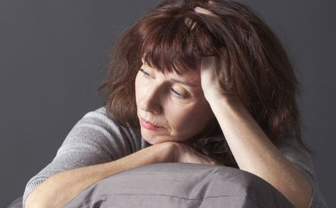 女性更年期一般是多少岁 女性到更年期会有哪些症状 更年期典型症状有哪些