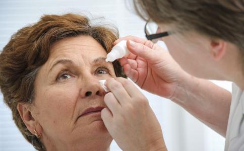 眼药水该怎么用 眼药水有什么副作用 眼药水能治近视吗