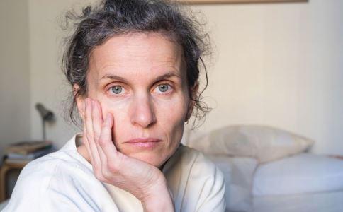 绝经期妇女骨质疏松怎么办 骨质酥松如何饮食调理 绝经期妇女如何补钙