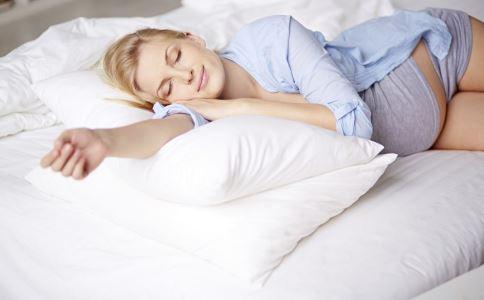 孕期孕妈总是睡不好是什么原因 孕期孕妈总是睡不好该怎么办 孕期孕妈总是睡不好的解决方法