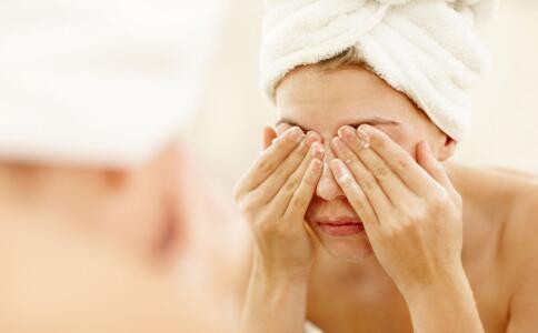如何解救熬夜后的皮肤 熬夜后如何护肤 熬夜后护肤的方法