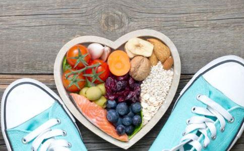 不吃主食只吃果蔬减肥的危害 人体缺乏碳水化合物的5症状 低碳水化合物减肥好吗