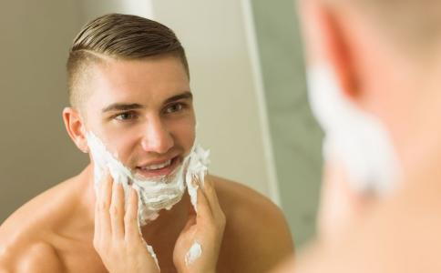 刮胡子湿的好还是干的好 怎么刮胡子干净 刮胡子有什么技巧