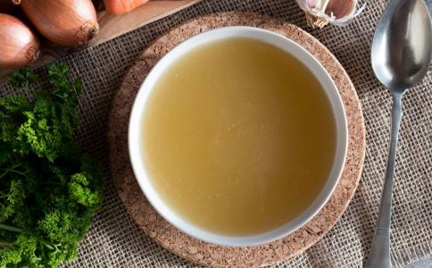 老人喝汤有哪些禁忌 老人喝汤要注意什么 哪些汤适合老人喝