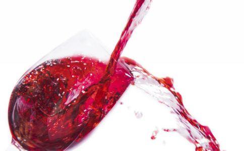 适量喝葡萄酒有什么益处 喝葡萄酒能减肥吗 喝葡萄酒要注意什么
