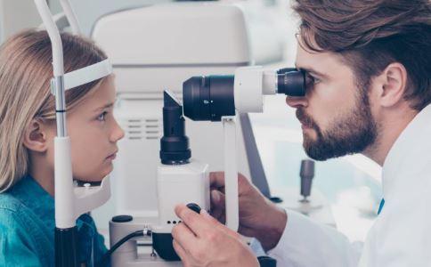 小学生视力低于5.0不能评三好 儿童如何保护视力 儿童如何预防近视