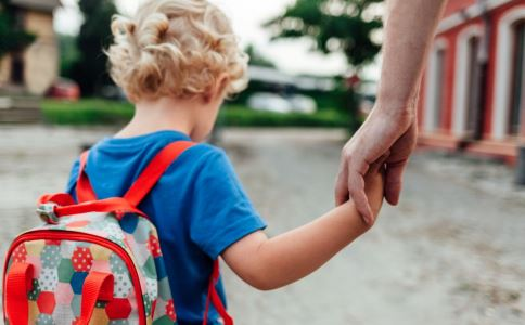 造成孩子敏感的原因是什么 孩子很敏感怎么办 孩子敏感是怎样造成的