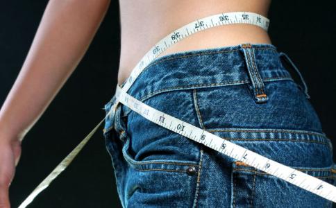 卷腹运动能瘦肚子吗 卷腹运动注意事项 做卷腹运动能减肥吗