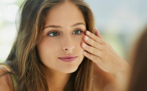 油性皮肤怎么改善 教你4招清爽过夏天