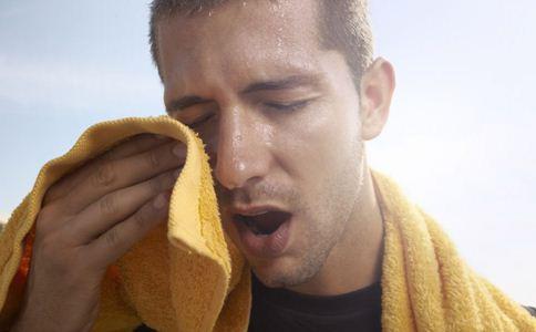 夏季中暑怎么办 夏天中暑出冷汗怎么办 吃什么预防中暑