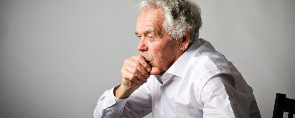 老年人冬季如何防治哮喘