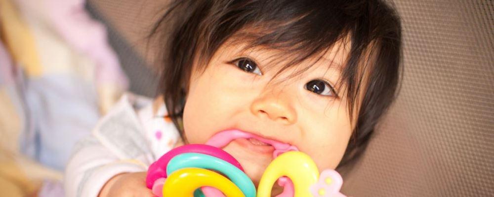 宝宝长牙有什么症状 宝宝长牙注意什么 宝宝什么时候长牙