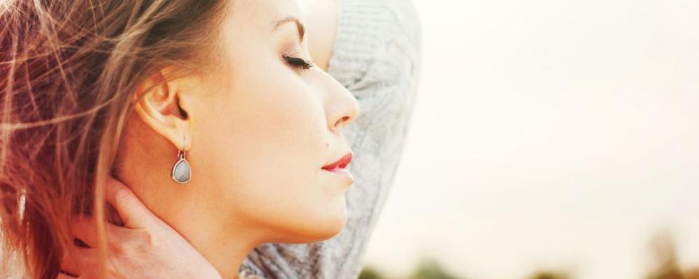 穿耳洞长4颗肿瘤 穿耳洞要注意什么 穿耳洞有什么风险