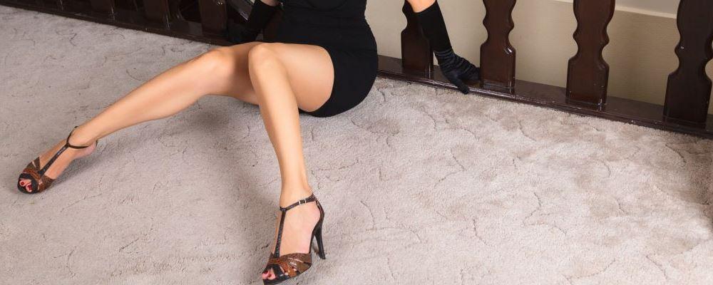 女孩子穿高跟鞋的危害 穿高跟鞋有哪些坏处 穿高跟鞋脚有什么影响