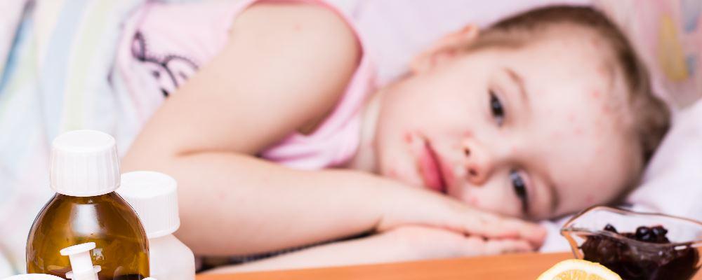 小孩发烧吃什么好 小孩发烧吃什么水果好 小孩发烧需注意什么