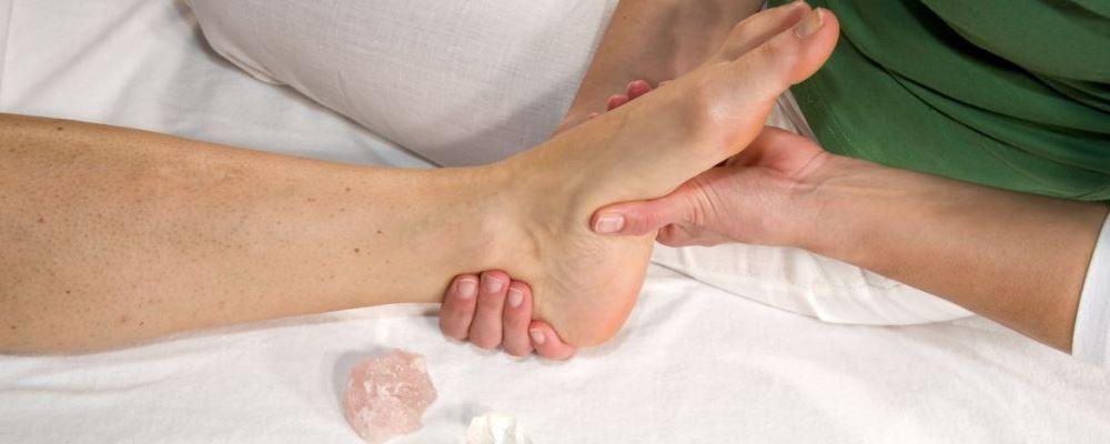 脚底按摩油哪些好处 脚底按摩要注意什么 脚底按摩的注意事项