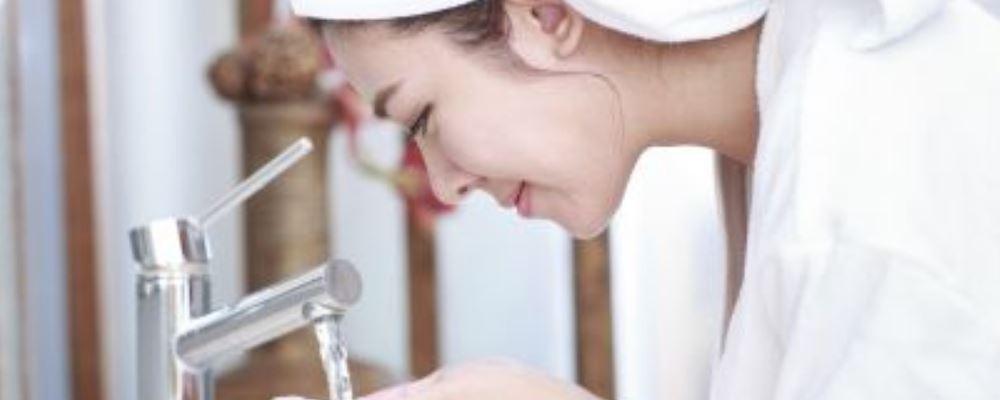 油性皮肤怎么改善 改善油性皮肤的方法 油性皮肤究竟要怎么办
