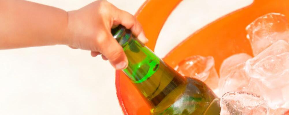 夏季喝啤酒要注意哪些 哪些人不宜喝啤酒 喝啤酒不能吃什么