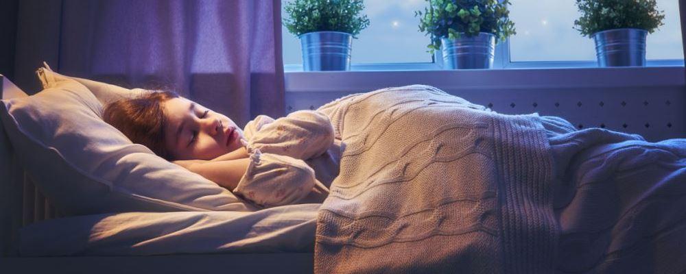 宝宝晚上睡不好有哪些危害 宝宝晚上睡不好的原因 宝宝晚上睡不好该怎么办