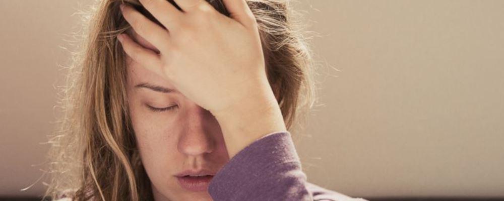 产后抑郁是怎么引起的 产后抑郁怎么办 产后抑郁的原因