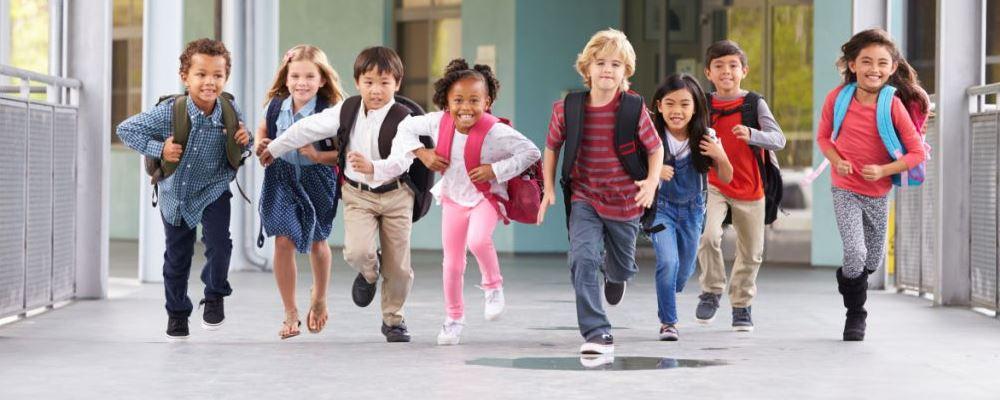 宝宝第一天上幼儿园要注意什么 宝宝第一天上学的注意事项 第一天上幼儿园的小朋友应该注意什么