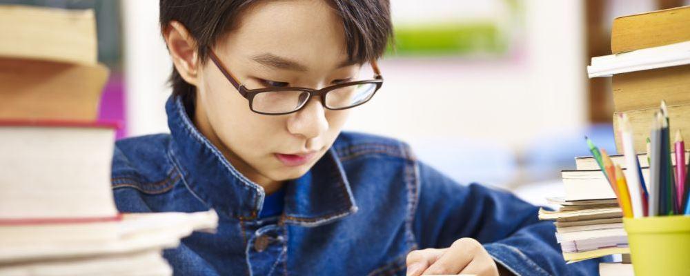 近8成中小学生睡眠不达标 青少年睡眠不足的危害 儿童睡眠不足的危害