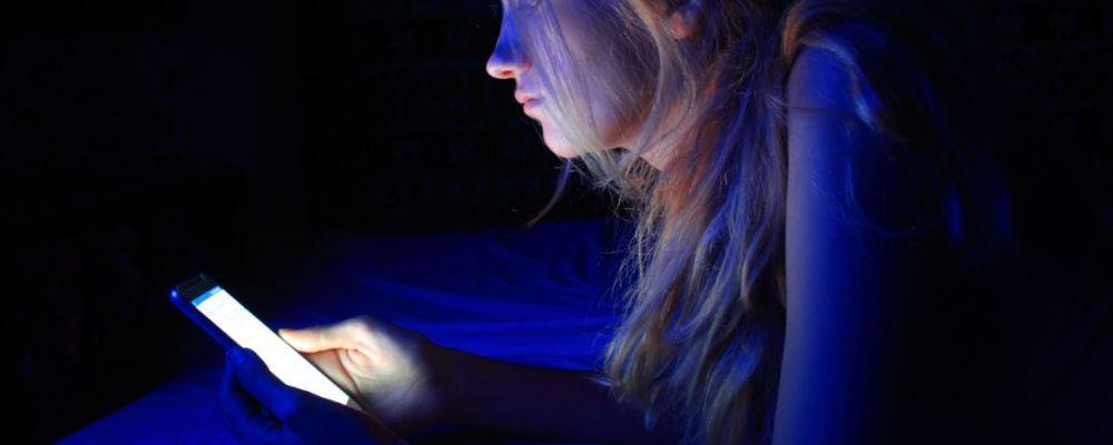 刷手机后心跳骤停 长时间玩手机的危害 长时间玩手机有什么危险