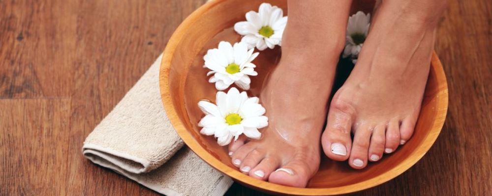 秋季泡脚有什么好处 秋天用什么泡脚好 秋季泡脚用什么药材