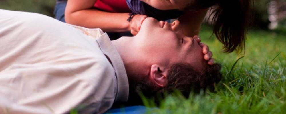 19岁女生被臭晕 韩女生吸入厕所臭气昏迷2月死亡 硫化氢中毒怎么急救