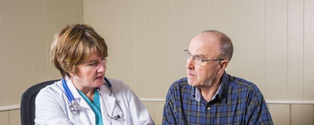 老人咳嗽怎么回事 慢阻肺是怎么引起的 慢阻肺有哪些临床表现