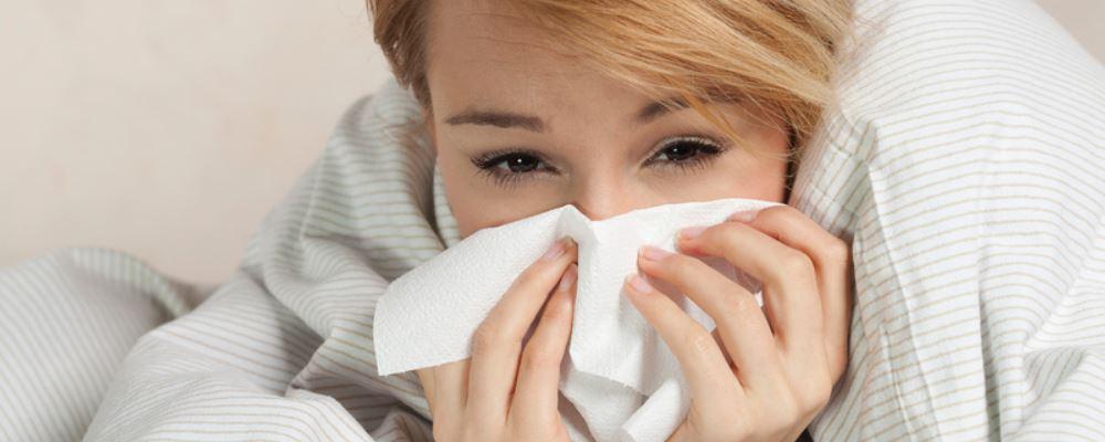 秋季坐月子感冒了怎么办才好 坐月子感冒的治疗方法 秋季坐月子感冒的解决方法