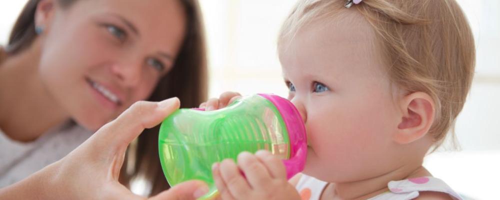 宝宝出生后多久可以洗头 新生儿要怎么护理 新生儿要注意什么