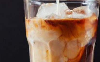 新加坡禁高糖饮料广告 高糖饮料会给人带来哪些危害