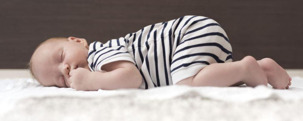 新生婴幼儿晒太阳要注意什么 新生婴幼儿怎么正确晒太阳 新生婴幼儿晒太阳的注意事项