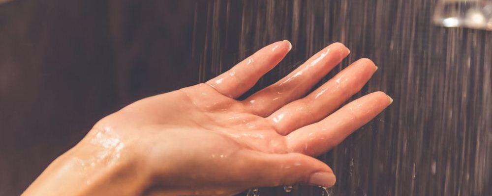 产妇坐月子洗澡该注意什么 坐月子怎么洗澡 坐月子洗澡注意事项有哪些