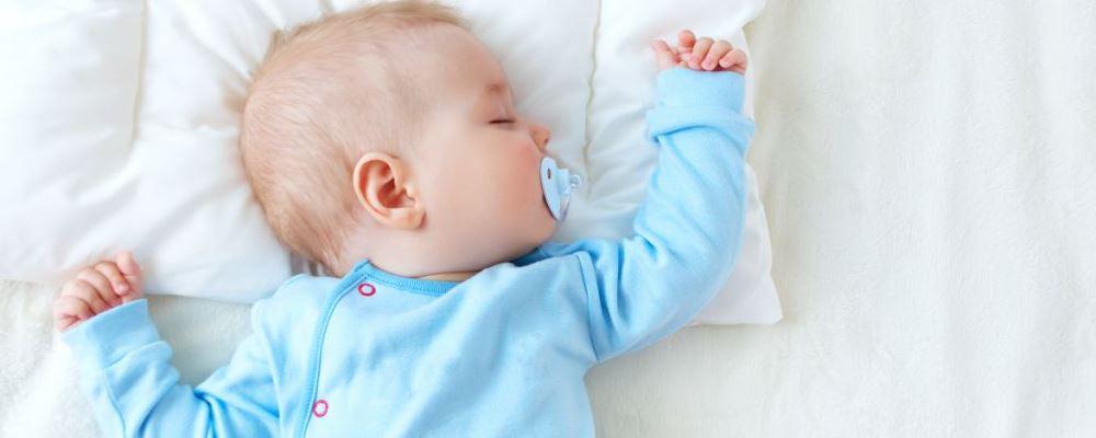 婴儿脸上有小红点和小白点怎么办 新生儿脸上有小红点和小白点该如何处理 新生儿护理知识