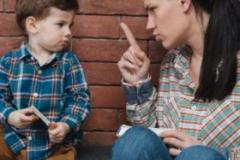 孩子�喜�g犟嘴怎么�k 父母的正�_做法