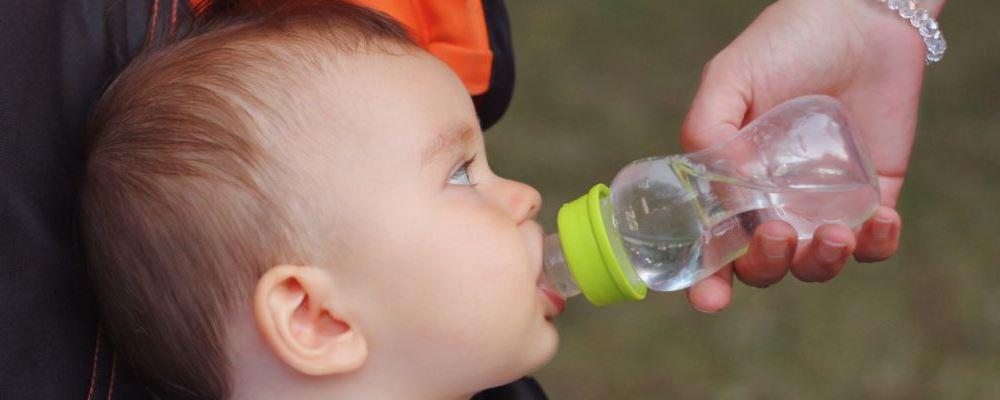 怎么让宝宝爱上喝水 宝宝不爱喝水怎么办 宝宝什么时候要多喝水