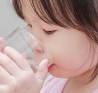 怎么让宝宝爱上喝水 家长可以这样做