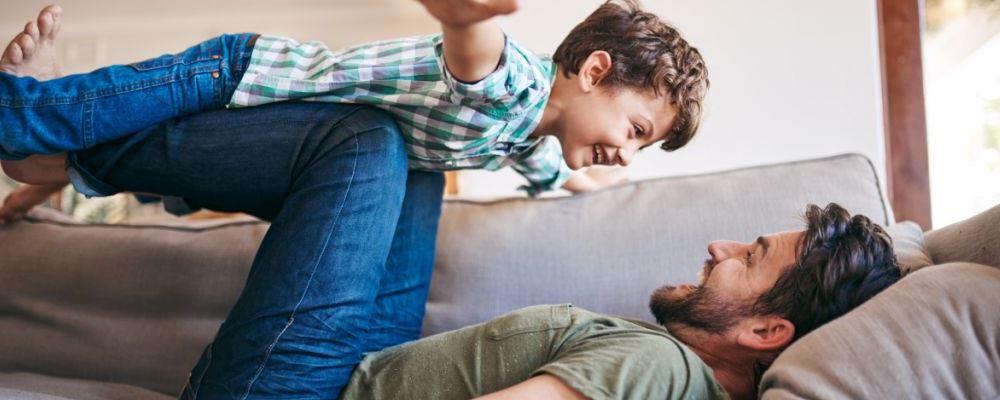 宝宝和爸爸不亲的原因 孩子和爸爸不亲是什么原因导致的 宝宝和爸爸不亲怎么办