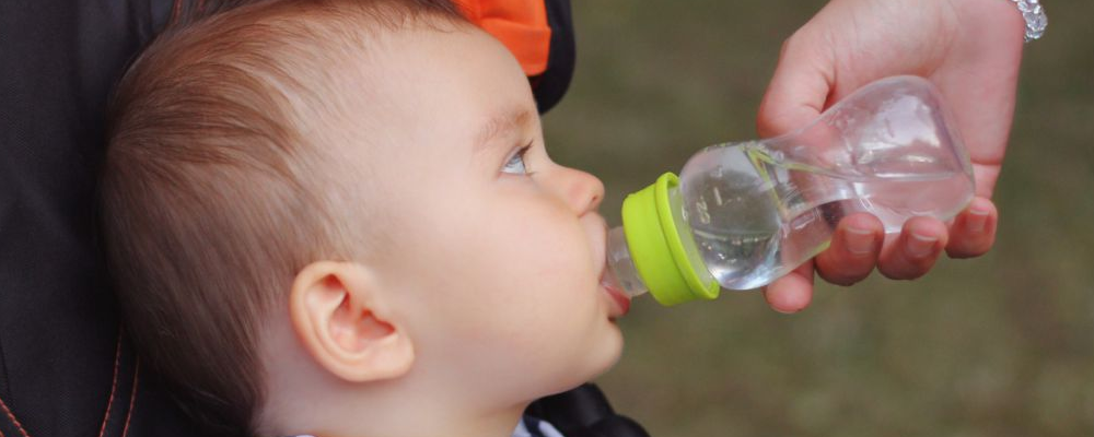 宝宝不爱喝水怎么办 宝宝不爱喝水怎么回事 宝宝不喝水的危害