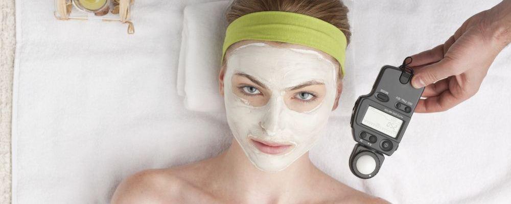 脸上斑点多怎么回事 脸上长斑的原因有哪些 脸上斑点多怎么办