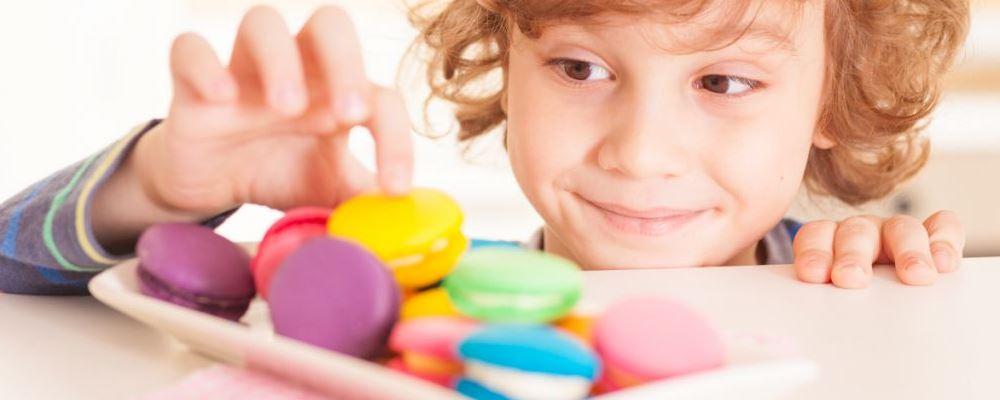 宝宝常吃零食的危害 经常给孩子吃零食会有哪些危害 孩子吃零食太多的影响