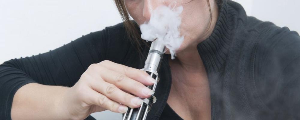 电子烟对肺部的危害 长期抽电子烟的危害是什么 电子烟能戒烟吗