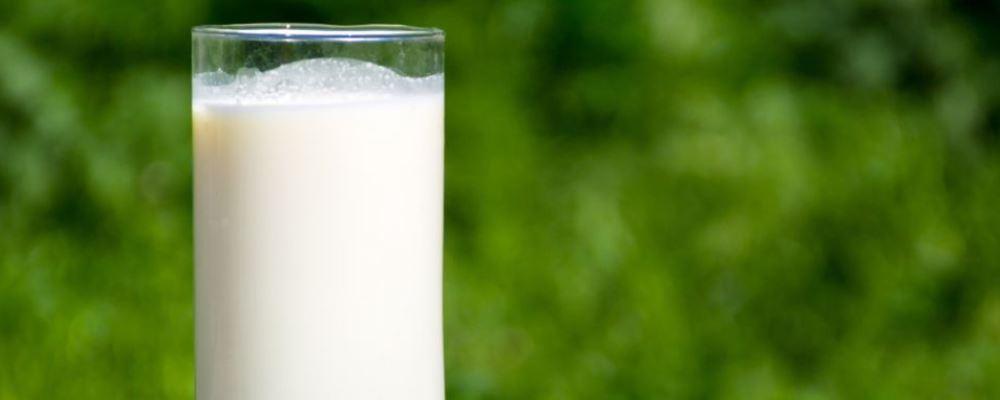 男性如何美白 可用牛奶来敷脸